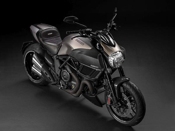 25/04/15 – Ducati Diavel Titanium 2015 via Pursuitist